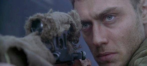 "JUDE LAW (ABOVE) AS VASILLI IN ""ENEMY AT THE GATES""(PARAMOUNT PICTURES / MANDALAY PICTURES)"